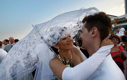 לא דורשת טופס וחוסכת לכם בירוקרטיה מיותרת. נישואים בקפריסין (צילום: AP)