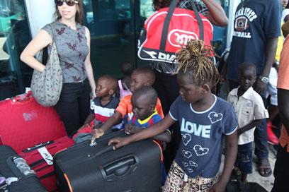 על המזוודות בתל אביב (צילום: מוטי קמחי)