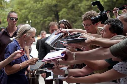 הלן מירן בצ'כיה. הציבור אוהב אותה (צילום: AFP) (צילום: AFP)
