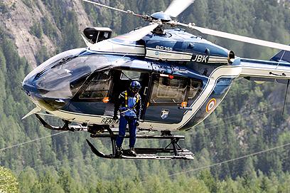 שני מסוקי משטרה משתתפים במאמצי החילוץ (צילום: AFP) (צילום: AFP)