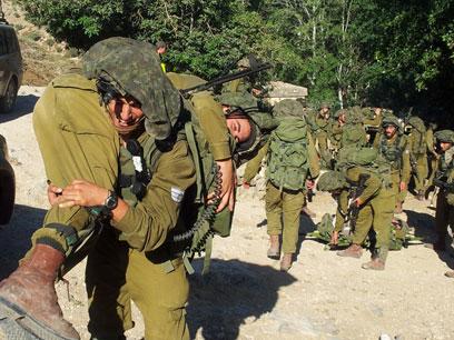 """צנחנים בגבול לבנון. """"ביזוי התואר"""" (צילום: יואב זיתון) (צילום: יואב זיתון)"""