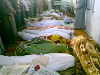 גופות הרוגים מהטבח האחרון בתרמיסה (צילום: AP) (צילום: AP)