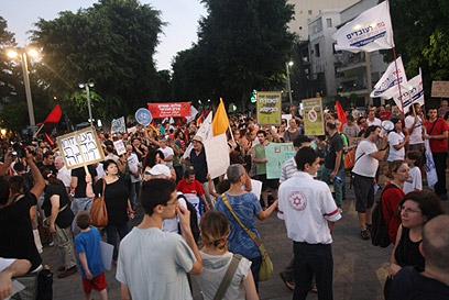 ההתכנסות בכיכר הבימה, לקראת צעידה (צילום: מוטי קמחי) (צילום: מוטי קמחי)