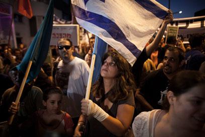 """ליף צועדת עם המפגינים. """"בושה לממשלת ישראל"""" (צילום: EPA) (צילום: EPA)"""