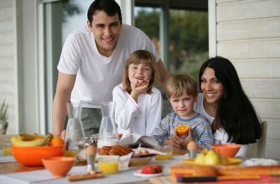 דילוג על הארוחה יגרום לגוף לחסוך באנרגיה (צילום: shutterstock) (צילום: shutterstock)
