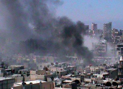 עיר תחת הפגזות. חומס (צילום: AFP, SHAAM NEWS NETWORK) (צילום: AFP, SHAAM NEWS NETWORK)