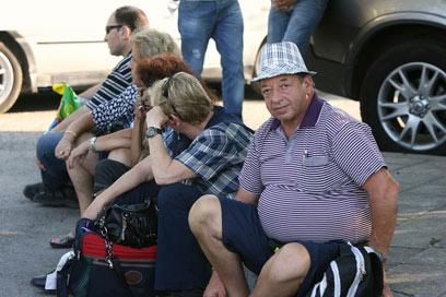 תיירים בנמל התעופה, אחרי הפיגוע (צילום: רויטרס) (צילום: רויטרס)