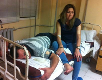 מרים ויורם שחר בבית החולים בבורגס (צילום: כרמית ראובן) (צילום: כרמית ראובן)