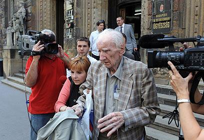 """ה""""סאן"""" חשף והפושע הנאצי נעצר בהונגריה. צ'אטארי (צילום: AFP) (צילום: AFP)"""