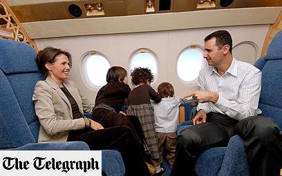 משפחת אסד במטוס הנשיאותי ()