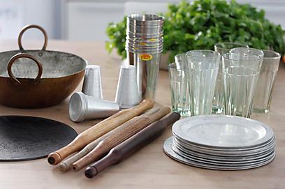 הכלים מחכים לכם במטבח (צילום: מיכל וקסמן) (צילום: מיכל וקסמן)