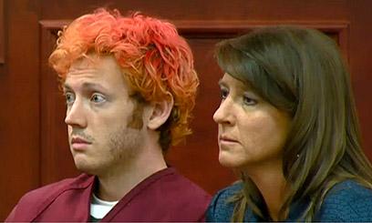 היורה ג'יימס הולמס בבית המשפט בשנה שעברה (צילום: AP) (צילום: AP)