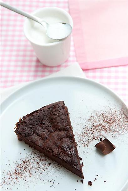 """עוגת שוקולד """"חדר כושר"""" (צילום: ירון ברנר) (צילום: ירון ברנר)"""