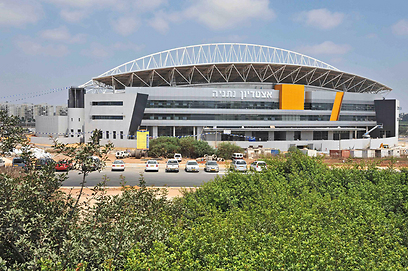 האצטדיון העירוני בנתניה. 14 אלף מקומות ישיבה (צילום: רן אליהו) (צילום: רן אליהו)