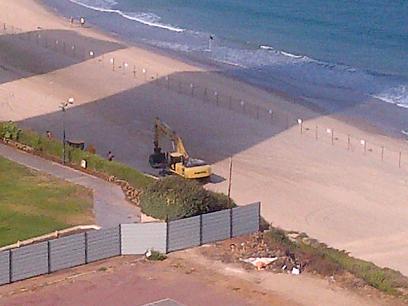 חוף זבולון בהרצליה. בניית הטיילת הציתה מאבק בין התושבים לעיריירה ()