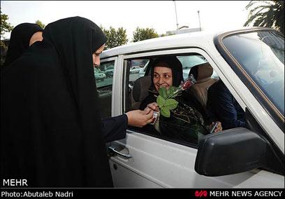 גם בתוך המכונית יש להקפיד על לבוש צנוע (צילום: MEHR) (צילום: MEHR)