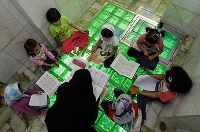 שיעור קוראן בטהרן (צילום: AP) (צילום: AP)