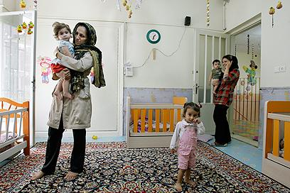 גן ילדים בטהרן (צילום: AP) (צילום: AP)