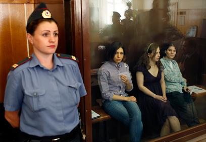 """""""לא זוכות למשפט הוגן"""". בנות להקת """"פוסי ריוט"""" (צילום: EPA)"""