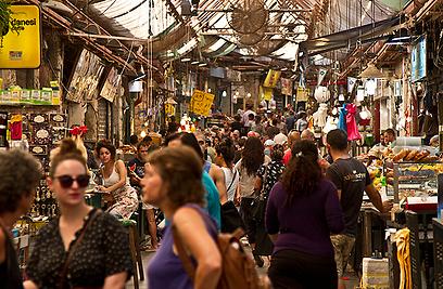 בלב ליבו של שוק מחנה יהודה (צילום: רון פלד) (צילום: רון פלד)