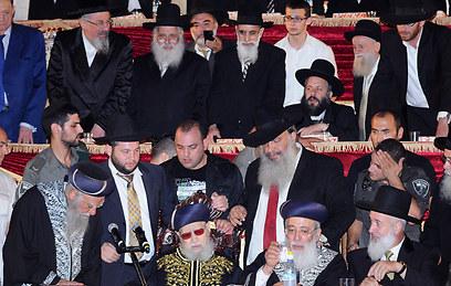 בשורה התחתונה משמאל: הרבנים בקשי-דורון, יוסף, עמאר ומצגר (צילום: משה עזריאל) (צילום: משה עזריאל)