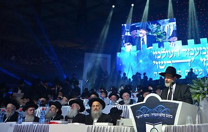 שולחן המכובדים (צילום: ישראל ברדוגו) (צילום: ישראל ברדוגו)