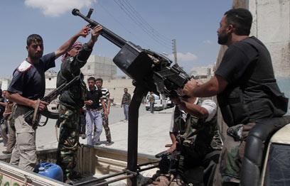 המורדים בעיר הנצורה (צילום: AFP) (צילום: AFP)