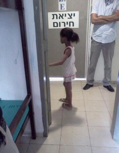 קמרה. בת 6 במתקן המעצר ()