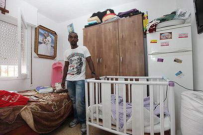 משפחה בחדר אחד. שכר הדירה קפץ (צילום: גיל יוחנן) (צילום: גיל יוחנן)