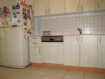 כך הוא נראה לפני. המטבח (צילום: באדיבות המשפחה)