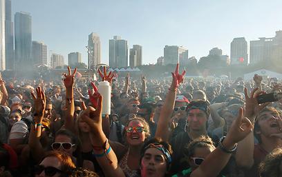 """הקהל ב""""לולהפלוזה"""" שבשיקגו השנה. כנראה לא בישראל (צילום: AP)"""