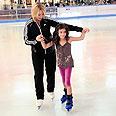 אייס מול. לא קל ללמוד להחליק על הקרח צילום: יוסי דוס-סנטוס