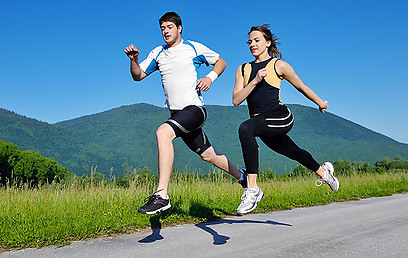 """""""אז אחר כך למיטה?"""" ריצה משותפת משפרת את חיי המין (צילום: shutterstock) (צילום: shutterstock)"""