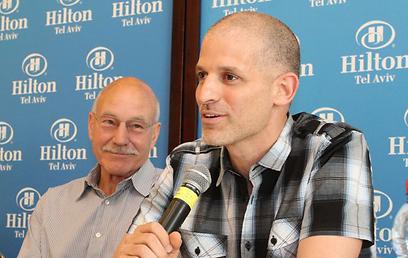 עם הבמאי רשף לוי. פגישה ראשונה (צילום: עופר עמרם) (צילום: עופר עמרם)