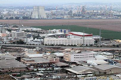 """אזור בתי הזיקוק במפרץ חיפה. """"אפקט דומינו שמשפיע"""" (צילום: עידו ארז)"""