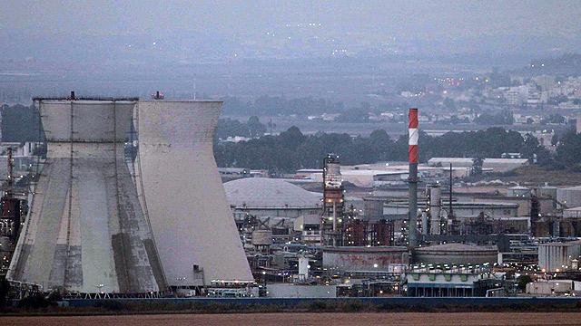 Haifa oil refinery - a target (Photo: Ido Erez) (Photo: Ido Erez)
