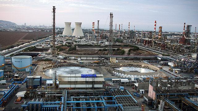 פצצה מתקתקת של חומרים מסוכנים במפרץ חיפה. ארכיון  (צילום: אבישג שאר-ישוב)