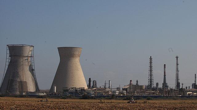 Ammonia plants in the Haifa area (Photo: Avishag Shear Yeshuv)