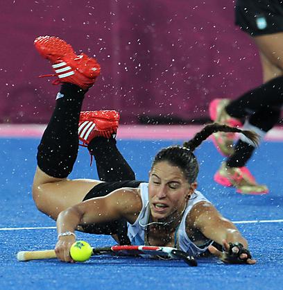 נבחרת הנשים של ארגנטינה בהוקי שדה הפכה לאטרקציה לא קטנה (צילום: אורן אהרוני) (צילום: אורן אהרוני)