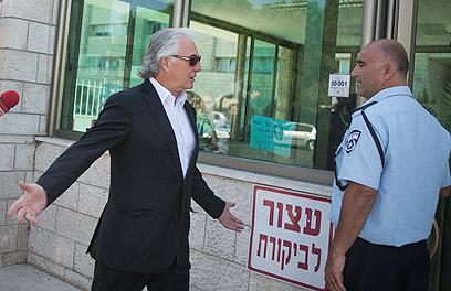 """תנ""""צ אדרי בדרכו לשימוע במשטרה (ארכיון) (צילום: אוהד צויגנברג) (צילום: אוהד צויגנברג)"""