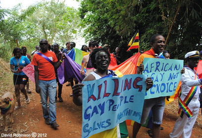 """""""הריגת הומואים לא פותרת דבר"""" (צילום: David Robinson c/o Melanie Nathan ) (צילום: David Robinson c/o Melanie Nathan )"""