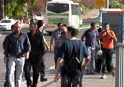 Palestinian workers head to central Israel