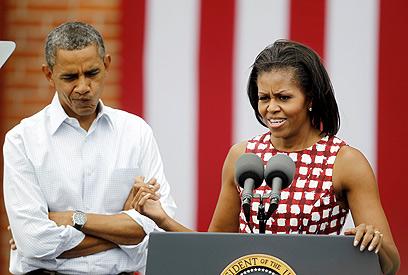 הזוג הנשיאותי במסע בחירות באייווה. מתערבת? (צילום: AP) (צילום: AP)