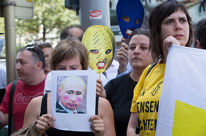 הפגנות תמיכה בלהקה בבלגיה (צילום: EPA) (צילום: EPA)