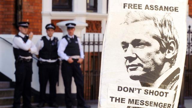 קריאה לשחרור אסאנג' בלונדון (צילום: AP)