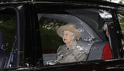 """23 אלף ליש""""ט עבור התענוג להסיע את המלכה הבריטית (צילום: MCT) (צילום: MCT)"""