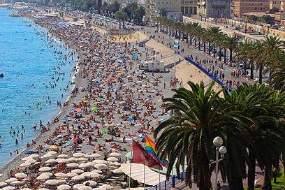 כחול אשר על שפת הים. ניס (צילום: MCT  ) (צילום: MCT  )