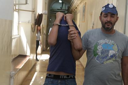 מדובבים במסדרון בית המשפט בירושלים. החשודים בלינץ'   (צילום: אוהד צויגנברג) (צילום: אוהד צויגנברג)