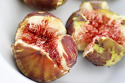 מתוקות ועם המון פוטנציאל - תאנים (צילום: מיכל וקסמן) (צילום: מיכל וקסמן)