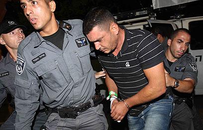 """""""הפתעה"""" בפתח מהדורת הערב. שושן ברבי נעצר  (צילום: עידו ארז) (צילום: עידו ארז)"""